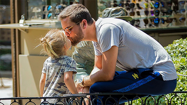 celeb dads kissing kids