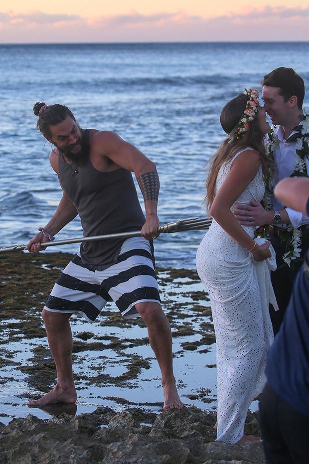 Jason Momoa Crashes WeddingJason Momoa Crashes Wedding