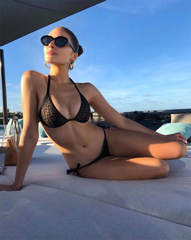 olivia culpo black bikini pics