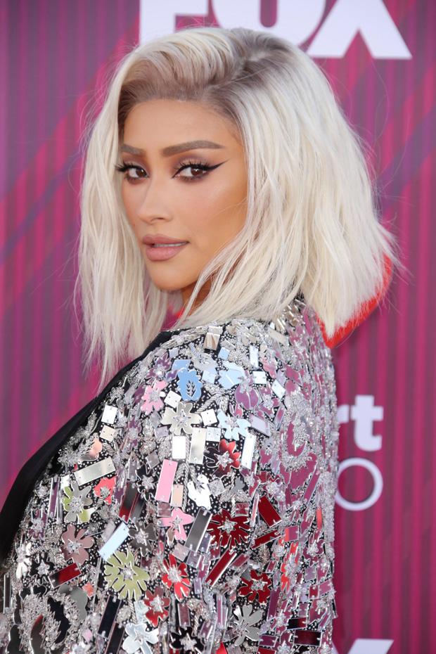 Shay Mitchell hair iHeartRadio Awards 2019