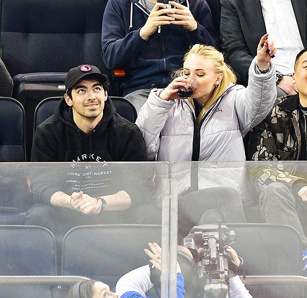 Joe Jonas & Sophie Turner NY Rangers Game