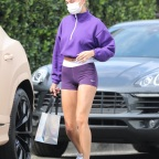 Hailey Baldwin heads to the gym in Beverly Hills
