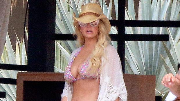 Jessica Simpson bikini body