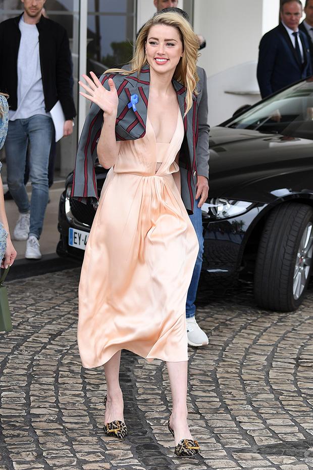 Amber Heard Wardrobe malfunction