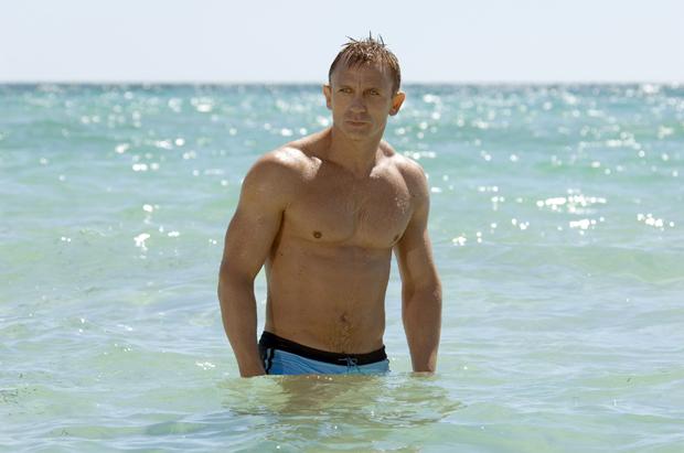 Daniel Craig Abs