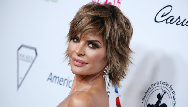Lisa Rinna Debuts Hair Makeover She S Blonde Celebs Are Reacting Hollywood Life