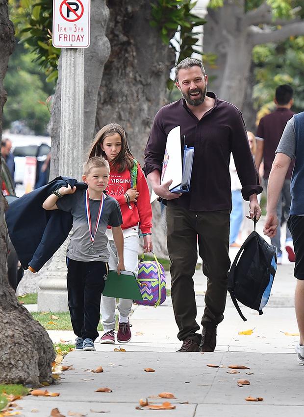 Ben Affleck Picks Up Kids From School