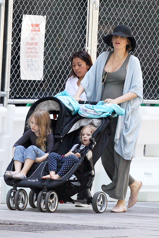 Blake Lively & Daughters