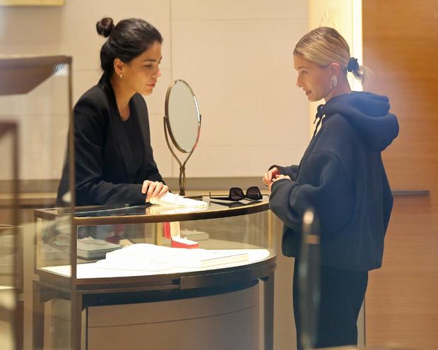 Hailey Baldwin At Cartier