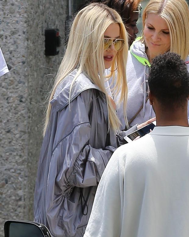 Khloe Kardashian Long Blonde Hair Makeover