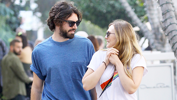 Elizabeth Olsen Engaged Boyfriend Robbie Arnett getting married