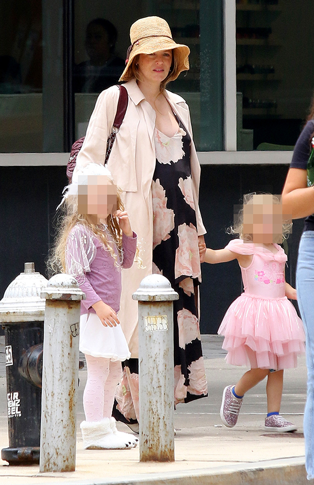 Blake Lively Daughters