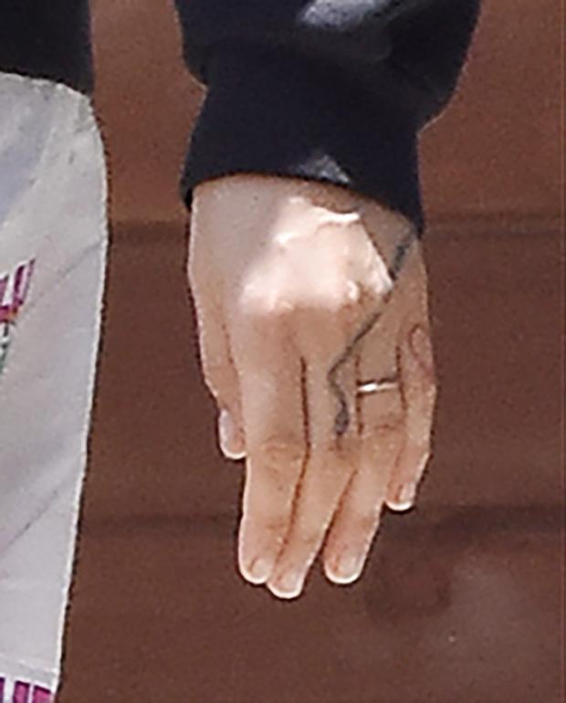 cara delevingne hand