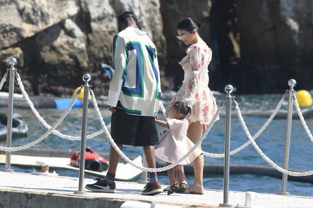 Kylie Jenner, Travis Scott & Kylie Jenner