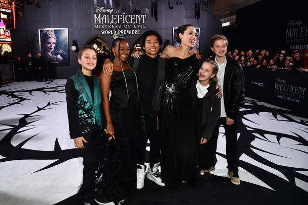 Angelina Jolie, Pax, Zahara, Shiloh, Vivienne, Knox Jolie-Pitt