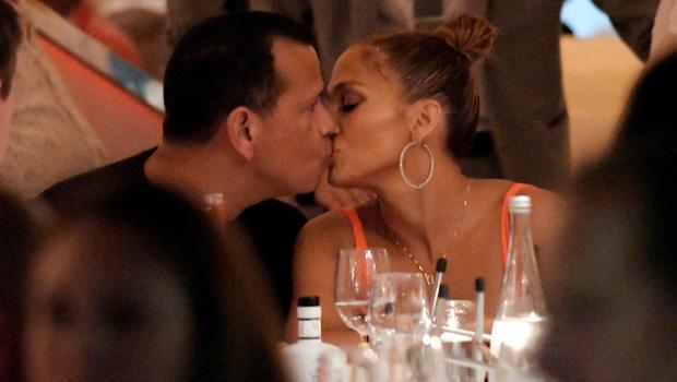 jennifer lopez and alex rodriguez kiss on date night