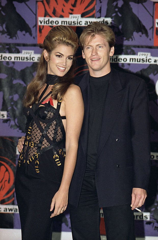 Cindy Crawford and comedian Dennis Leary pose at MTV Awards in Los AngelesMTV Awards Crawford Leary 1992, Los Angeles, USA