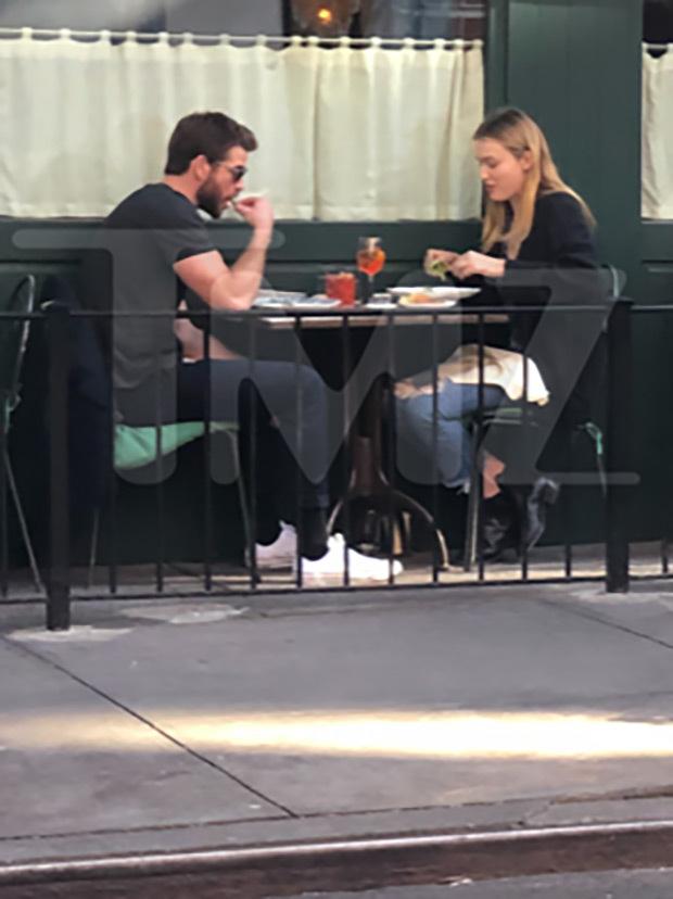 Liam Hemsworth, Madison Brown