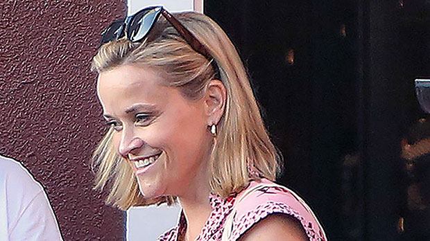 Reese Witherspoon S Short Bob Haircut See Hair Makeover Pics Hollywood Life