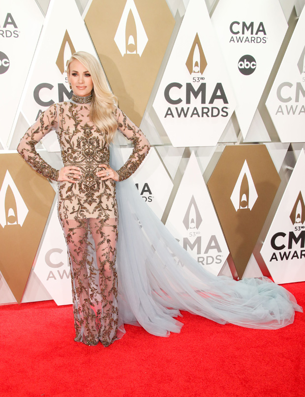 carrie underwood cma awards 2019