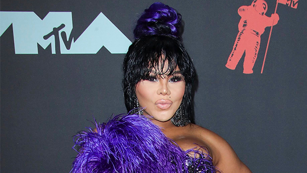 Lil Kim on the red carpet