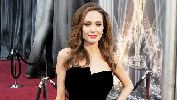 25 Of The Oscars Best Dressed Celebs Ever: Jennifer Lawrence, Angelina Jolie & More.jpg
