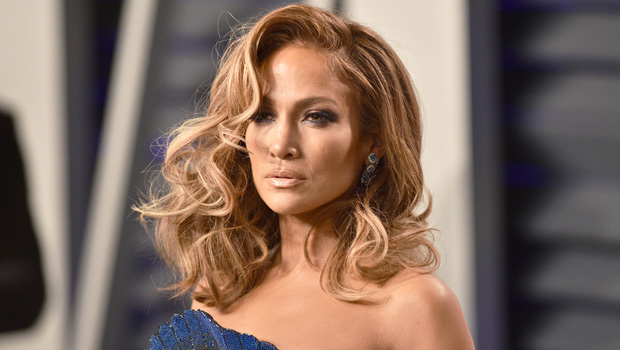 Jennifer Lopez S Curly Hair For The Holidays Pics Hollywood Life
