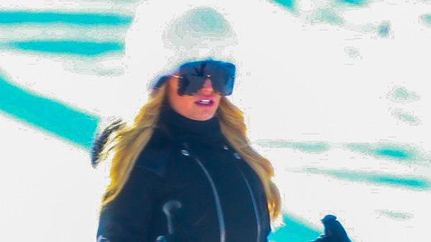 Jessica Simpson skiing in Aspen