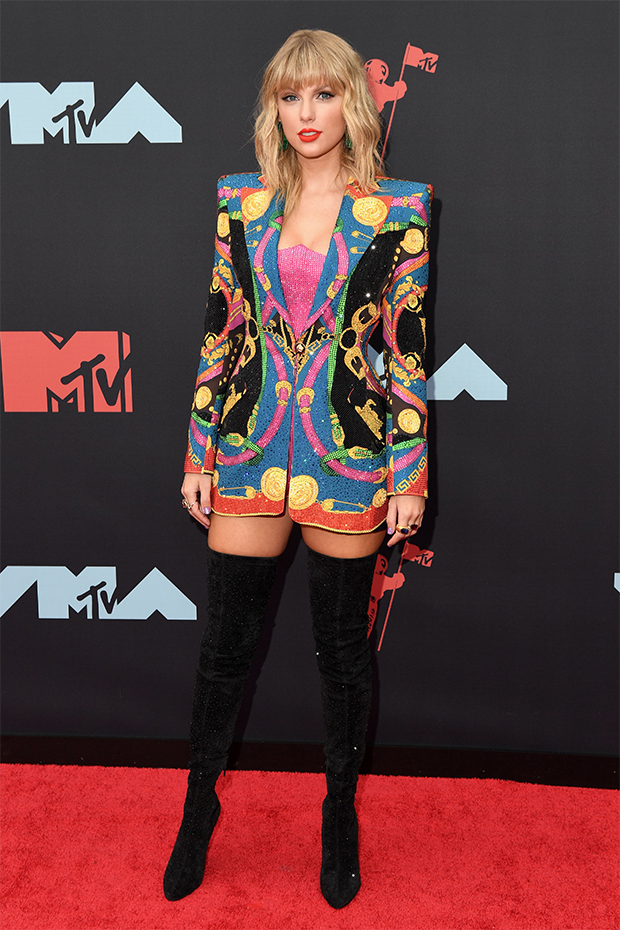 taylor swift red carpet looks