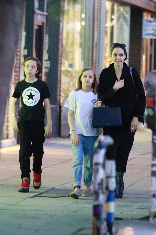 Angelina Jolie, Knox, Vivienne Jolie-Pitt