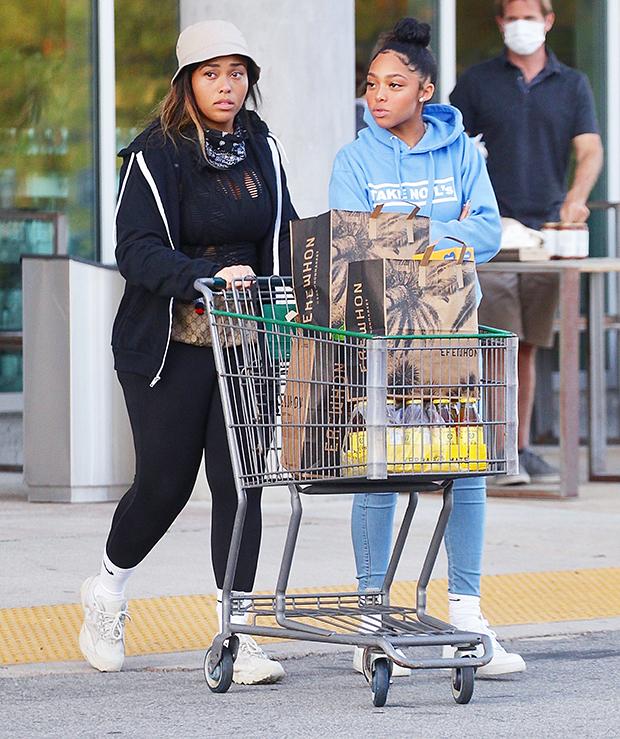 Jordyn Woods & her sister Jodie