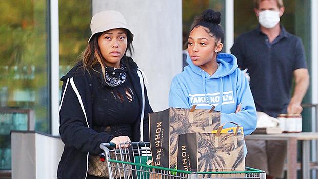Jordyn Woods & her sister Jodie grocery shopping