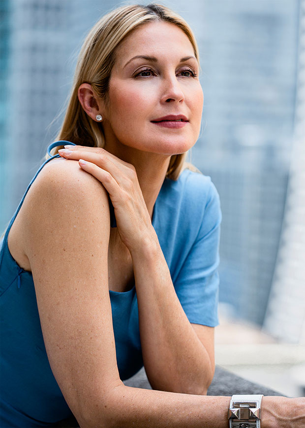 Kelly Rutherford poses in NY for HollywoodLife