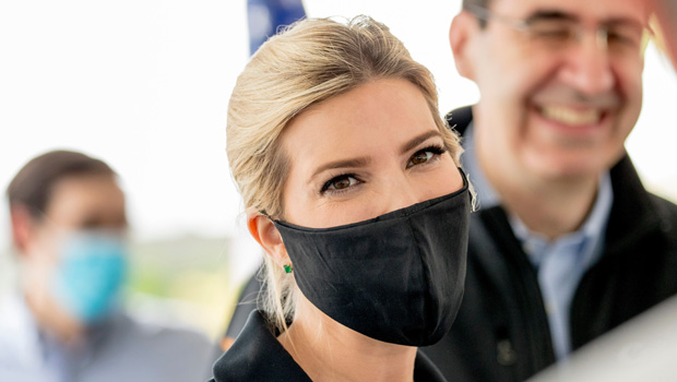 Ivanka Trump putting on a face mask in Maryland