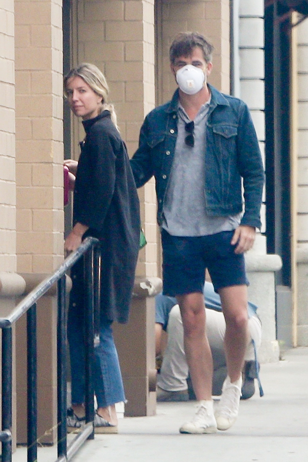 Chris Pine & GF Annabelle Wallis in LA