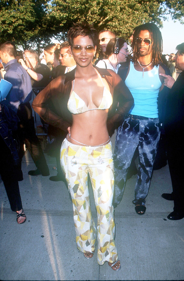 Halle Berry at the X-Men premiere in 2000