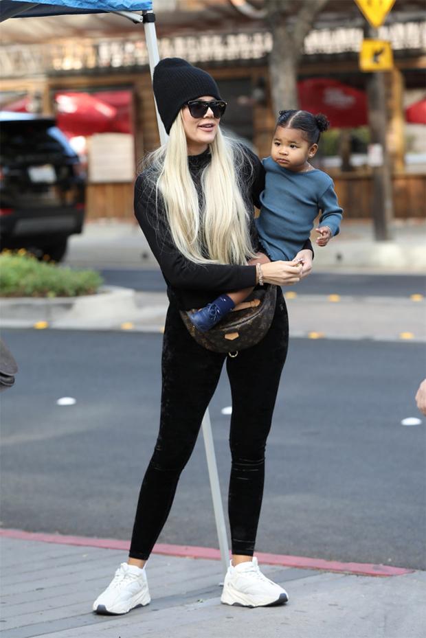 Khloe Kardashian holding True Thompson