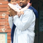 Beverly Hills, CA  - *EXCLUSIVE*  - Usher has a laugh as he plays with his adorable daughter Sovereign while out shopping in Beverly Hills.  Pictured: Usher  BACKGRID USA 27 MAY 2021   USA: +1 310 798 9111 / usasales@backgrid.com  UK: +44 208 344 2007 / uksales@backgrid.com  *UK Clients - Pictures Containing Children Please Pixelate Face Prior To Publication*