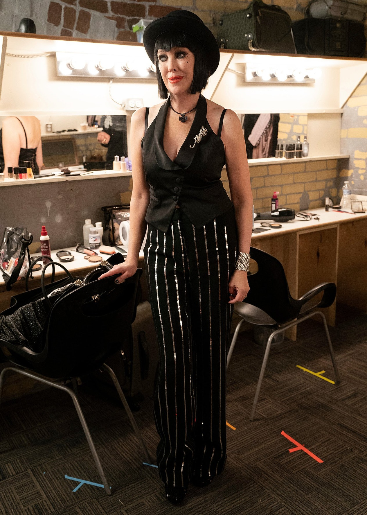 Moira Rose prepares to be Sally Bowles