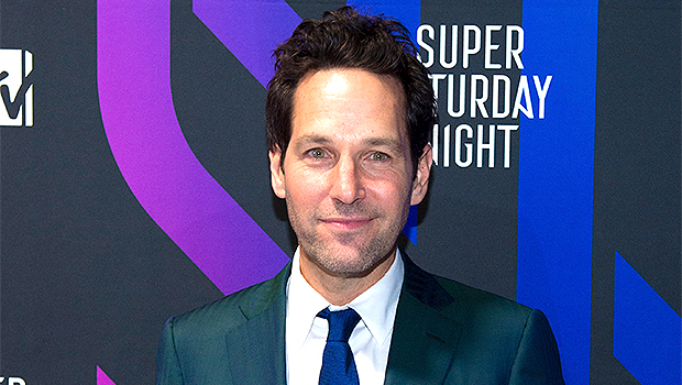 Paul Rudd Hands Out Cookies To Early NYC Voters In The Rain & Fans Are Stoked: 'He's A Treasure'
