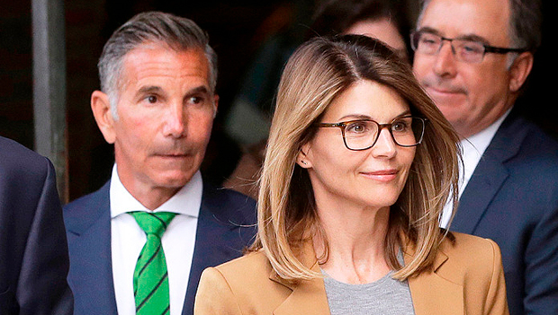 Lori Loughlin & Husband Mossimo Giannulli Pay Total Of 0K Fines As Part Of College Bribery Plea Deal