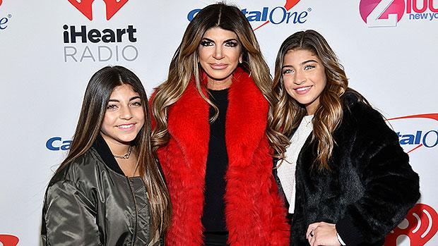 Teresa & Joe Giudice's 4 Daughters, 11 To 19, Look So Grown Up In Glam Thanksgiving Photo