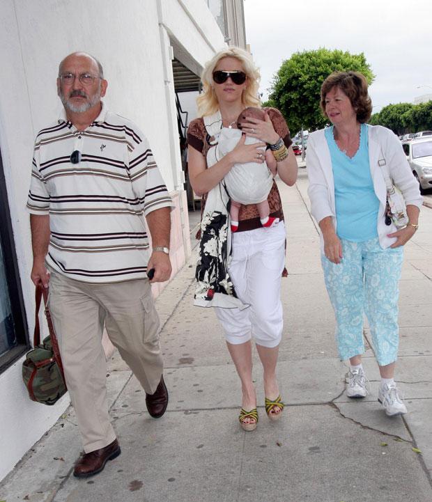 Gwen Stefani and parents