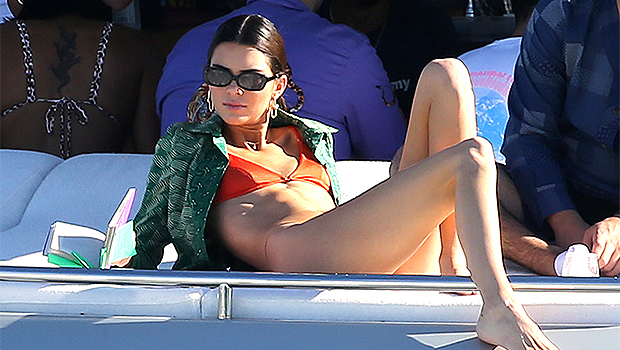 Kendall Jenner Rocks Tiny Bikini To Sunbathe, Take Mirror Selfies & More – Sexy Pics