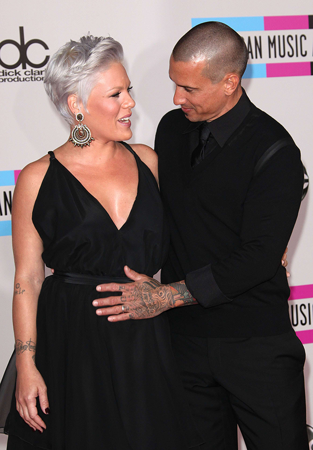 Pink Carey Hart S Relationship Timeline On 15th Anniversary Photos Hollywood Life