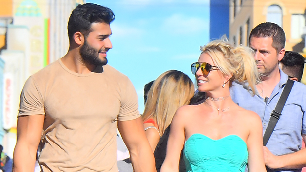Britney Spears Cuddles With BF Sam Asghari In Cute Throwback Pics From Maui Vacation.jpg