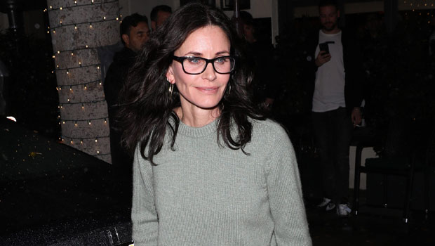 Courteney Cox Perfectly Performs The 'Friends' Theme Song On A Piano — Watch