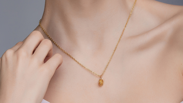 One Of These $50 Pendant Necklaces Loved By Taylor Swift & More Celebs Sells Out Every Minute.jpg
