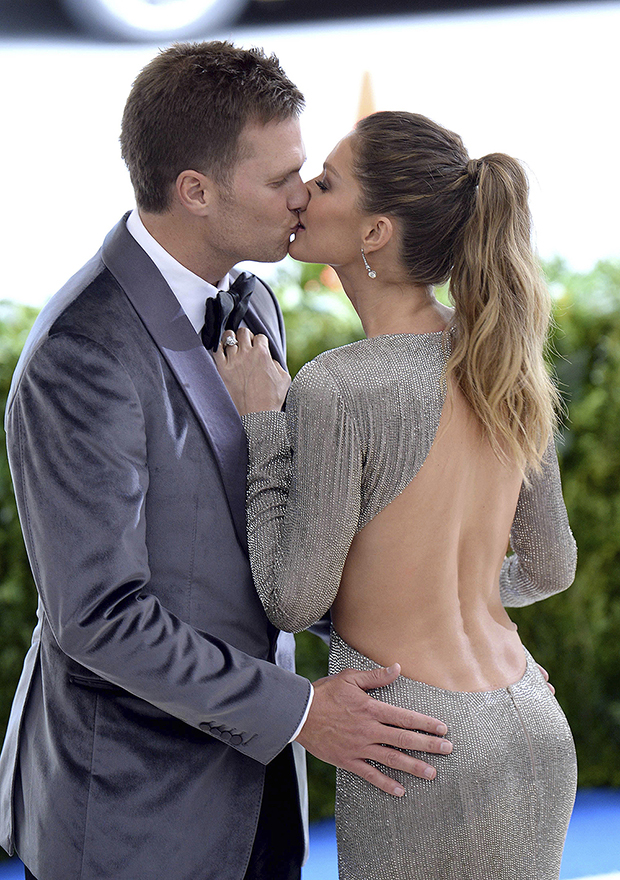 "Photo by: DP/AAD/STAR MAX/IPx 1/5/21 Tom Brady and Gisele Bundchen unload Tribeca condo for $37 million as even celebrities flee Manhattan. STAR MAX File Photo: 5/1/17 Tom Brady and Gisele Bundchen at the 2017 Costume Institute Gala - ""Rei Kawakubo/Comme des Garçons"". (Metropolitan Museum of Art, NYC)"