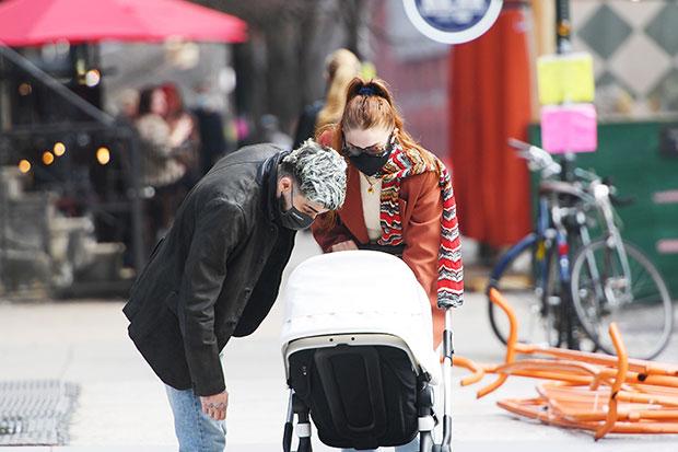 Gigi Hadid, Zayn Malik & Khai On NYC Walk: Photos – Hollywood Life